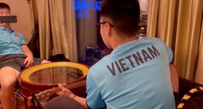 ĐT Việt Nam vừa hội quân, Đức Huy cùng Xuân Trường, Văn Thanh cùng dàn dựng màn sống ảo khiến fan cười lăn - Ảnh 2.