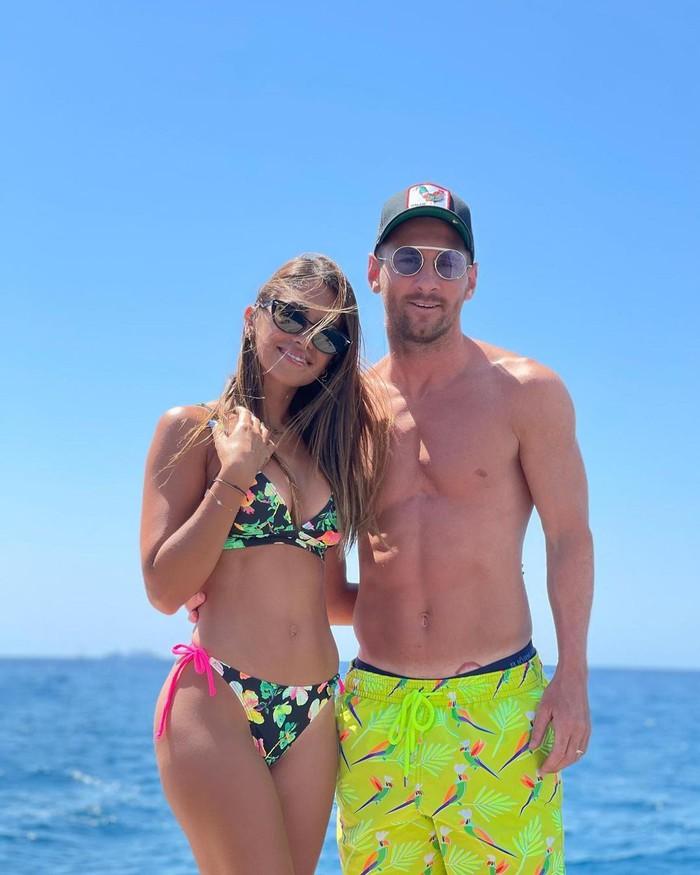 Bà xã nhà Messi ngày càng trở nên nóng bỏng thế này, bảo sao đến bạn gái Ronaldo cũng phải thả tim lia lịa - Ảnh 5.