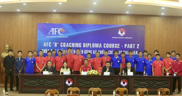 HLV Park Hang-seo sử dụng trợ lý mới người Hàn Quốc trong đội ngũ ban huấn luyện U22 Việt Nam - Ảnh 1.