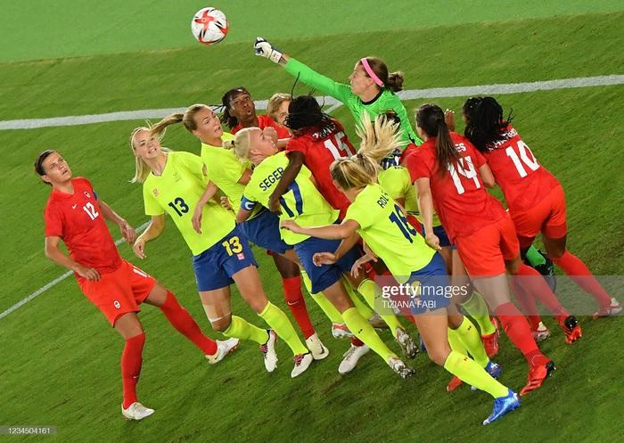 Đá hỏng liên tiếp 3 quả luân lưu, Canada vẫn vô địch bóng đá nữ Olympic 2020 - Ảnh 8.