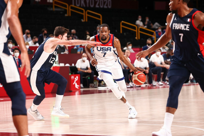 Đánh bại Pháp, đội tuyển Mỹ lần thứ 4 liên tiếp bước lên ngai vàng Olympic - Ảnh 3.