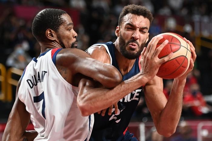 Đánh bại Pháp, đội tuyển Mỹ lần thứ 4 liên tiếp bước lên ngai vàng Olympic - Ảnh 1.