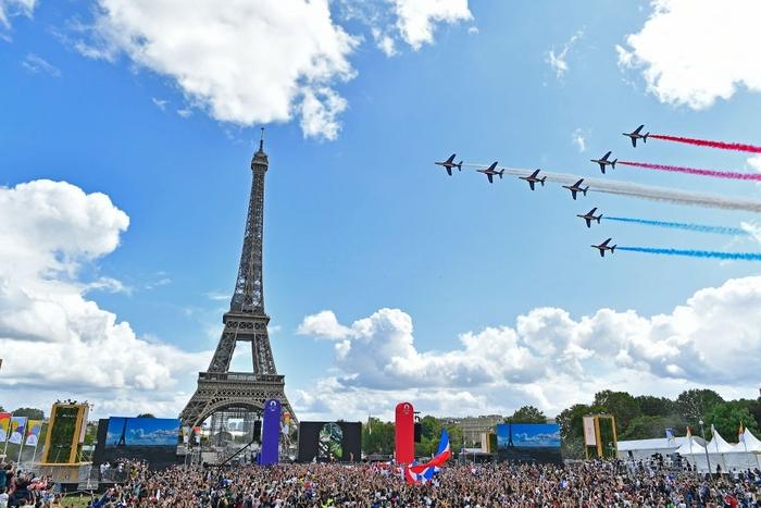 Ảnh: Pháp đón đăng cai Olympic 2024 hoành tráng trước Tháp Eiffel - Ảnh 5.