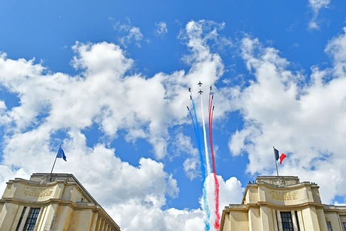 Ảnh: Pháp đón đăng cai Olympic 2024 hoành tráng trước Tháp Eiffel - Ảnh 4.