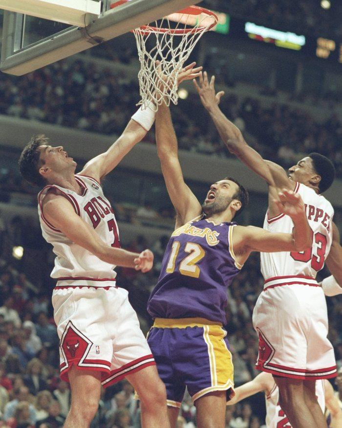 Huyền thoại Toni Kukoc tiết lộ Scottie Pippen là người đồng đội tuyệt vượt trên Michael Jordan - Ảnh 4.