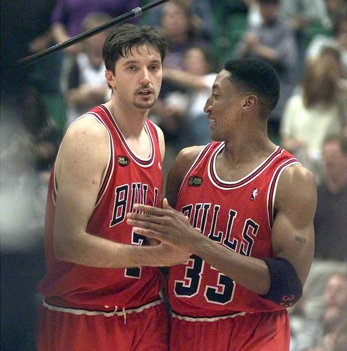 Huyền thoại Toni Kukoc tiết lộ Scottie Pippen là người đồng đội tuyệt vượt trên Michael Jordan - Ảnh 1.