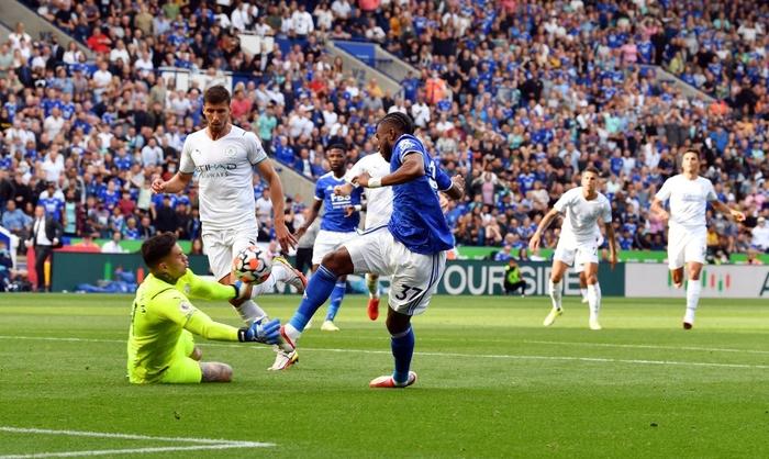 Đồng đội trên tuyển của Ronaldo tỏa sáng giúp Man City vượt ải Leicester  - Ảnh 9.