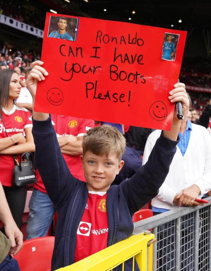 Fan nhí mặt dày xin hỏi cưới con trai của Ronaldo - Ảnh 3.