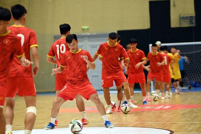 Công bố trọng tài bắt chính giữa đội tuyển futsal Việt Nam và Brazil tại World Cup - Ảnh 2.