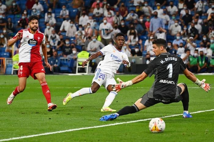 Real Madrid lên đỉnh BXH La Liga trong ngày trở lại Santiago Bernabeu sau 18 tháng - Ảnh 7.