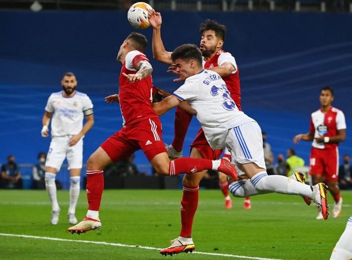 Real Madrid lên đỉnh BXH La Liga trong ngày trở lại Santiago Bernabeu sau 18 tháng - Ảnh 10.