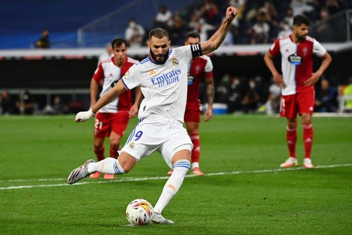 Real Madrid lên đỉnh BXH La Liga trong ngày trở lại Santiago Bernabeu sau 18 tháng - Ảnh 9.