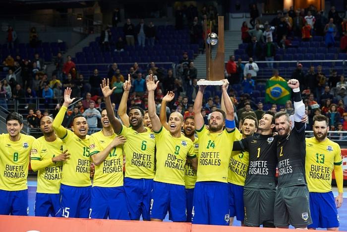 Sức mạnh của tuyển futsal Brazil khủng khiếp đến thế nào? - Ảnh 3.