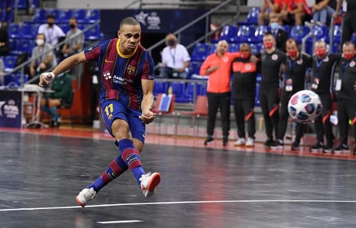 Sức mạnh của tuyển futsal Brazil khủng khiếp đến thế nào? - Ảnh 4.