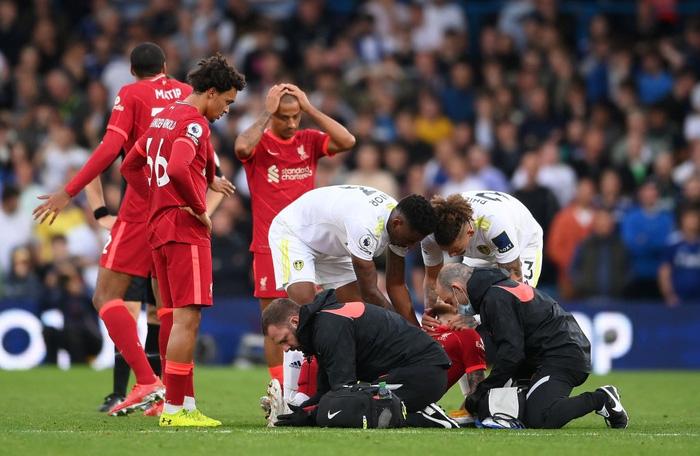 Tài năng trẻ sáng giá của Liverpool dính chấn thương kinh dị, đến truyền hình cũng không dám phát chậm lại - Ảnh 6.