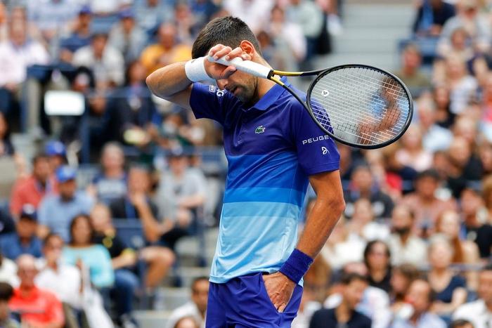 Sốc! Djokovic thua trắng 3 set ở chung kết US Open, bỏ lỡ thời cơ vàng vượt Federer và Nadal - Ảnh 9.