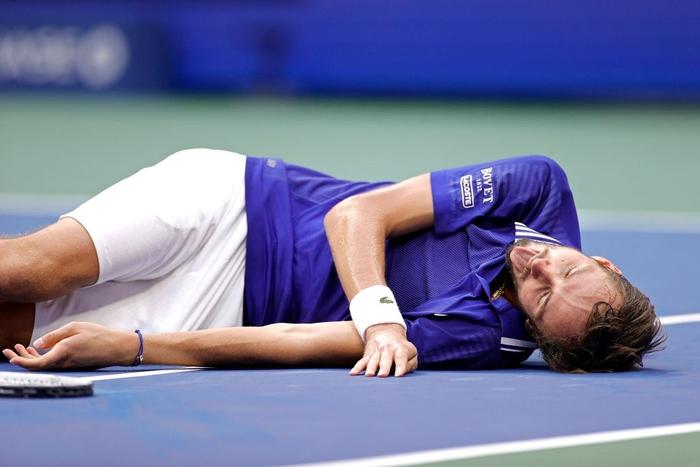 Sốc! Djokovic thua trắng 3 set ở chung kết US Open, bỏ lỡ thời cơ vàng vượt Federer và Nadal - Ảnh 10.