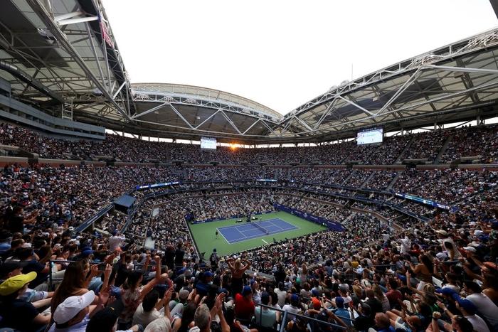 Sốc! Djokovic thua trắng 3 set ở chung kết US Open, bỏ lỡ thời cơ vàng vượt Federer và Nadal - Ảnh 2.