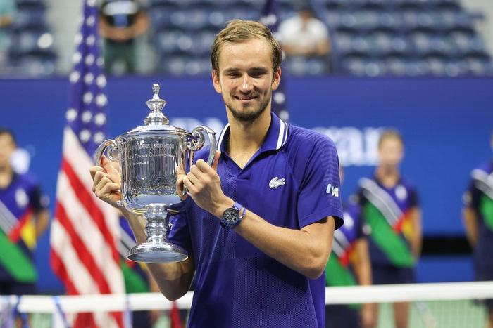 Sốc! Djokovic thua trắng 3 set ở chung kết US Open, bỏ lỡ thời cơ vàng vượt Federer và Nadal - Ảnh 5.