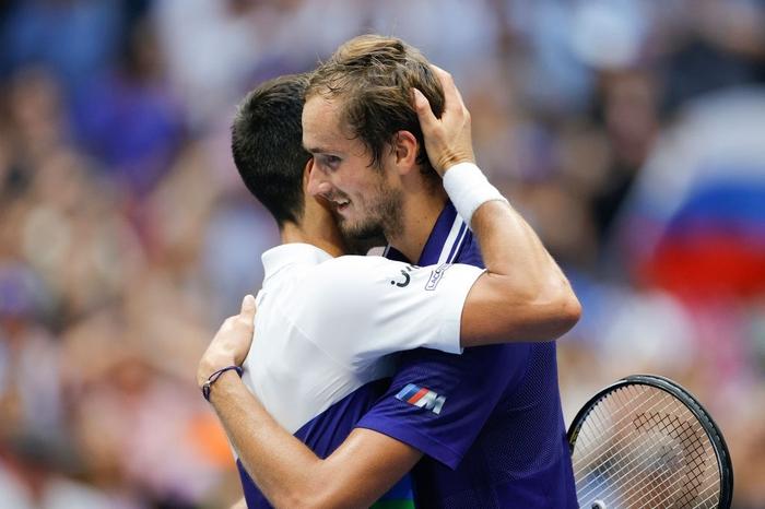 Sốc! Djokovic thua trắng 3 set ở chung kết US Open, bỏ lỡ thời cơ vàng vượt Federer và Nadal - Ảnh 11.