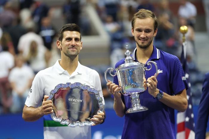 Sốc! Djokovic thua trắng 3 set ở chung kết US Open, bỏ lỡ thời cơ vàng vượt Federer và Nadal - Ảnh 3.