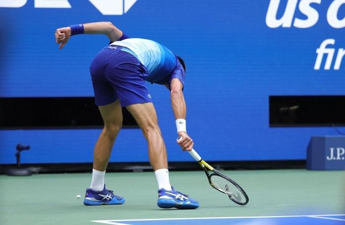 Sốc! Djokovic thua trắng 3 set ở chung kết US Open, bỏ lỡ thời cơ vàng vượt Federer và Nadal - Ảnh 8.
