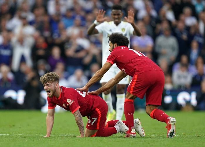 Tài năng trẻ sáng giá của Liverpool dính chấn thương kinh dị, đến truyền hình cũng không dám phát chậm lại - Ảnh 4.