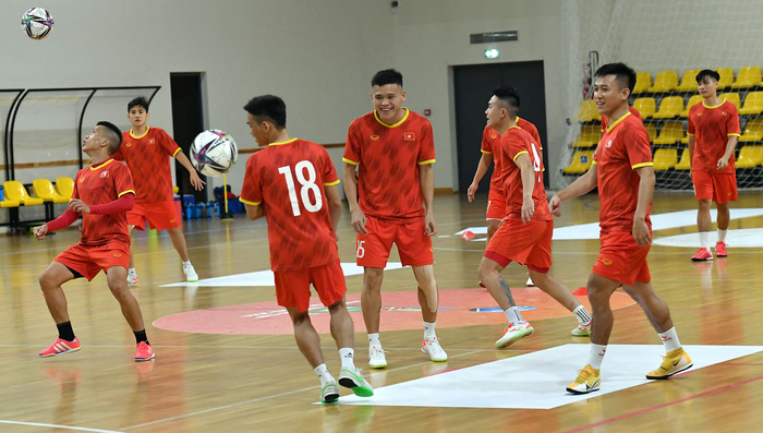 Đội tuyển futsal Việt Nam thả lỏng và hồi phục thể trạng trước trận Panama - Ảnh 1.