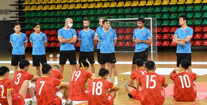 Đội tuyển futsal Việt Nam thả lỏng và hồi phục thể trạng trước trận Panama - Ảnh 2.