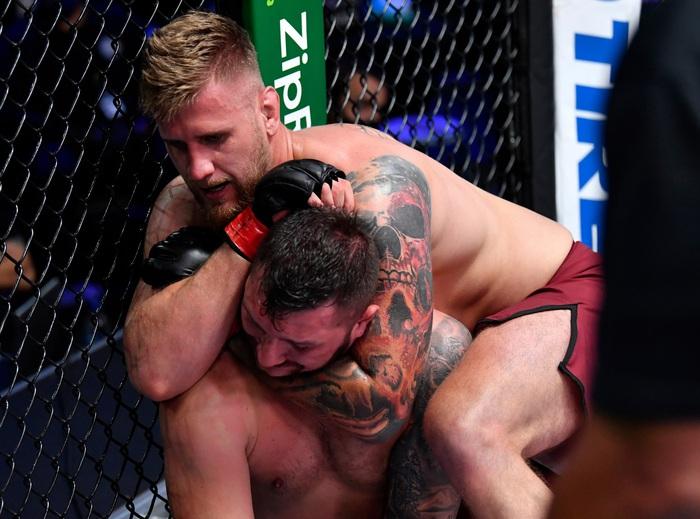 Sân chơi DWCS: 5 cái tên mới gia nhập UFC trong ngày xuất hiện hàng loạt chiến thắng bằng khóa siết - Ảnh 3.