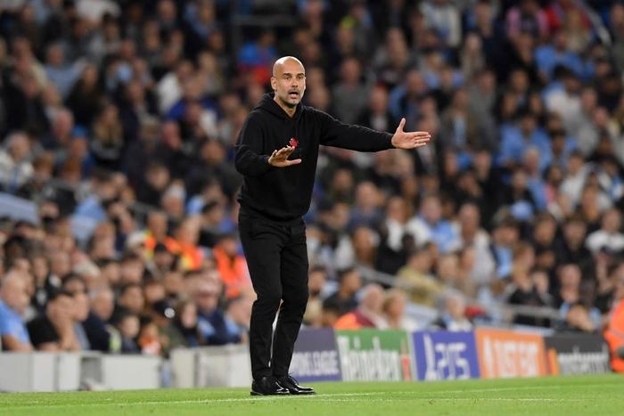 Pep Guardiola cầu xin cổ động viên tới sân vì sợ Southampton - Ảnh 1.