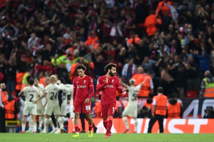 Salah đá hỏng phạt đền và 3 phút vô cùng điên rồ khiến Liverpool suýt mất điểm trước Milan - Ảnh 8.