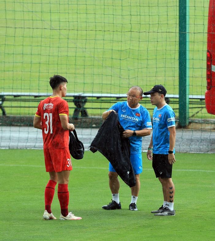 Công Phượng cực vui trong buổi tập đầu tiên cùng tuyển Việt Nam ở vòng loại 3 World Cup 2022 - Ảnh 8.