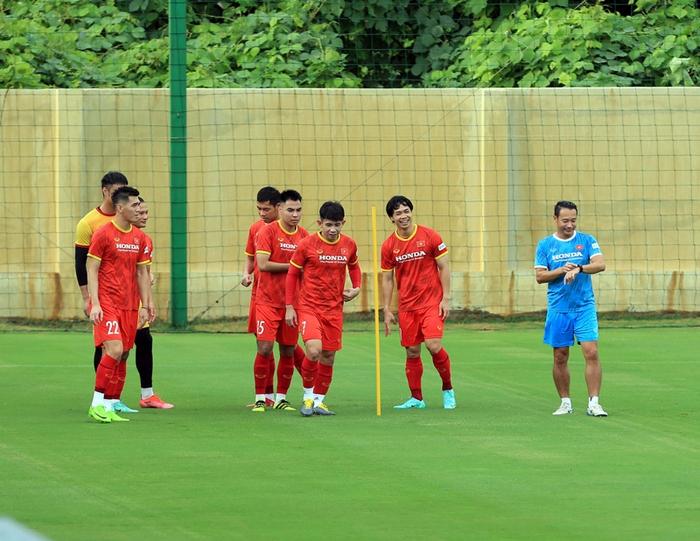 Công Phượng cực vui trong buổi tập đầu tiên cùng tuyển Việt Nam ở vòng loại 3 World Cup 2022 - Ảnh 3.