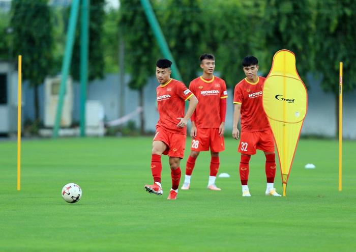 Đội tuyển U22 Việt Nam quay lại tập luyện với nhiều biến động nhân sự - Ảnh 8.