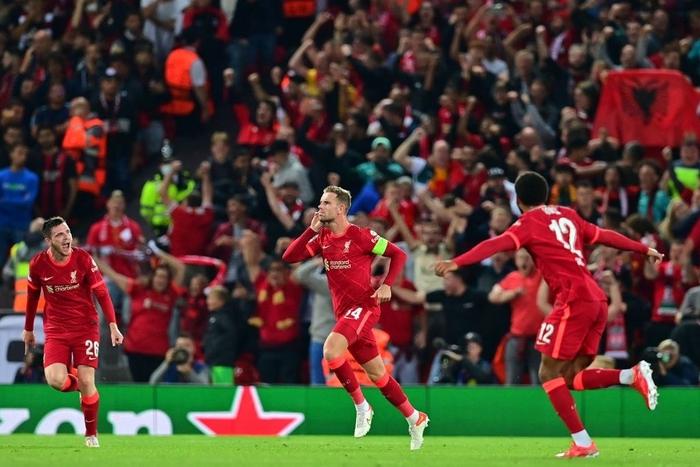 Salah đá hỏng phạt đền và 3 phút vô cùng điên rồ khiến Liverpool suýt mất điểm trước Milan - Ảnh 10.
