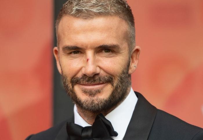 David Beckham đẹp xuất thần khi cùng mẹ đến dự lễ trao giải, nhưng điều gây chú ý nhất lại là dấu vết bí ẩn trên sống mũi - Ảnh 1.