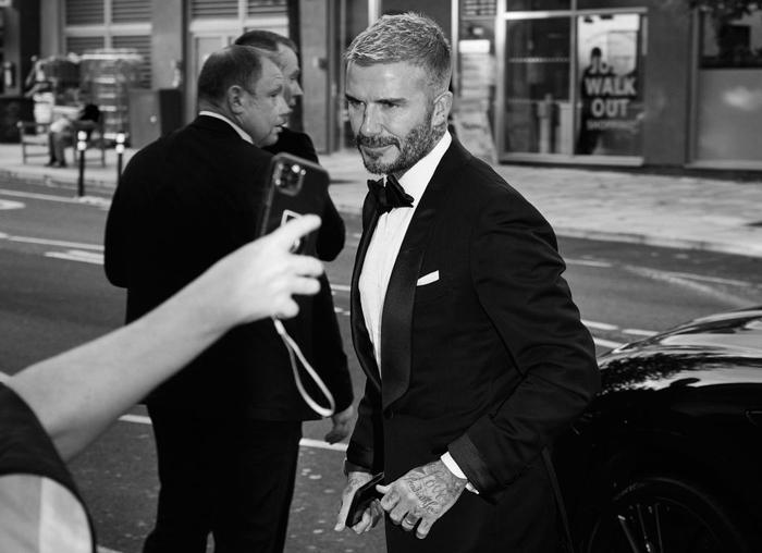 David Beckham đẹp xuất thần khi cùng mẹ đến dự lễ trao giải, nhưng điều gây chú ý nhất lại là dấu vết bí ẩn trên sống mũi - Ảnh 4.