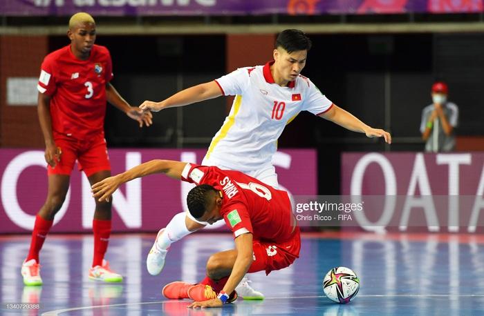 Tuyển futsal Việt Nam hạ gục Panama bằng màn trình diễn quả cảm, mở ra cơ hội vào vòng knock-out World Cup. - Ảnh 14.