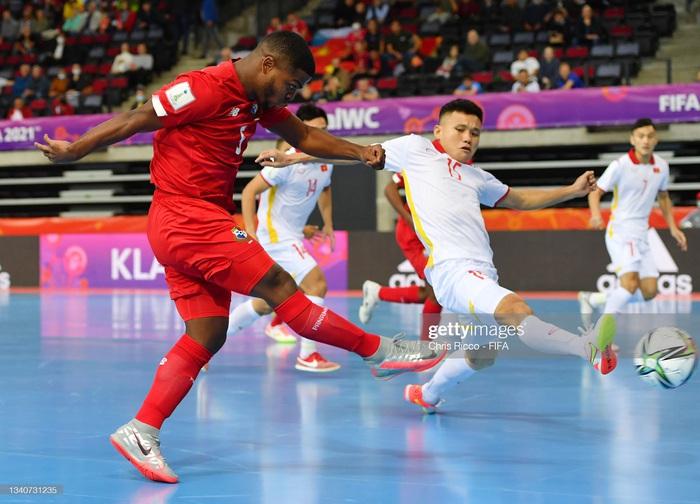 Tuyển futsal Việt Nam hạ gục Panama bằng màn trình diễn quả cảm, mở ra cơ hội vào vòng knock-out World Cup. - Ảnh 10.
