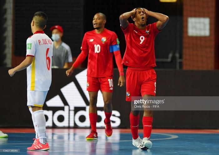Tuyển futsal Việt Nam hạ gục Panama bằng màn trình diễn quả cảm, mở ra cơ hội vào vòng knock-out World Cup. - Ảnh 4.