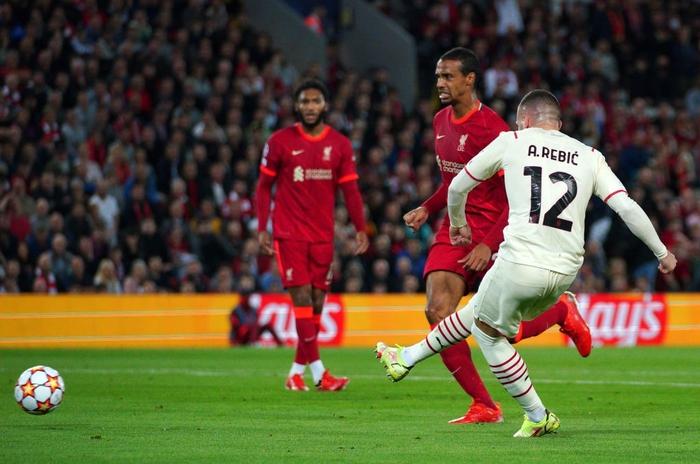 Salah đá hỏng phạt đền và 3 phút vô cùng điên rồ khiến Liverpool suýt mất điểm trước Milan - Ảnh 6.