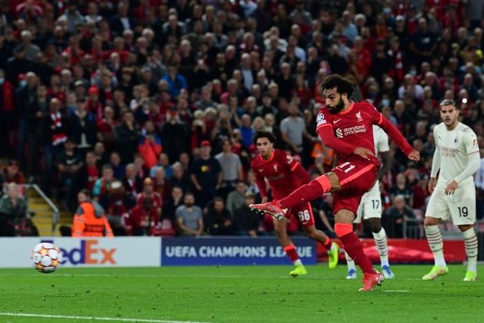 Salah đá hỏng phạt đền và 3 phút vô cùng điên rồ khiến Liverpool suýt mất điểm trước Milan - Ảnh 4.