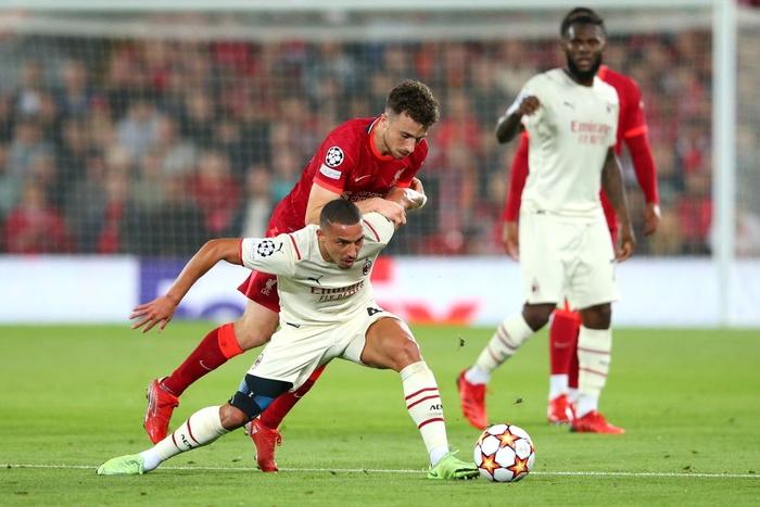 Salah đá hỏng phạt đền và 3 phút vô cùng điên rồ khiến Liverpool suýt mất điểm trước Milan - Ảnh 2.