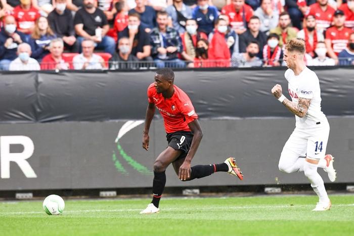 Tottenham bất ngờ bị đối thủ dưới cơ cầm hòa trong ngày ra quân Conference League - Ảnh 4.