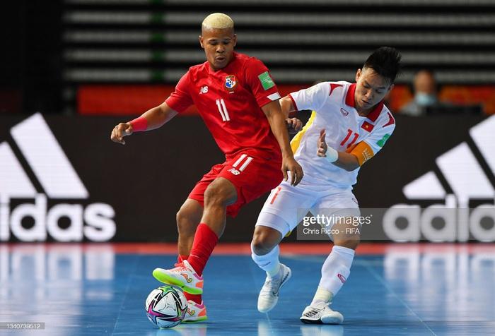 Cư dân mạng bức bối với trọng tài không công nhận bàn thắng của đội tuyển futsal Việt Nam, cà khịa cầu thủ Panama ăn mừng sớm - Ảnh 4.