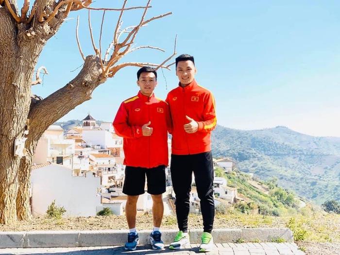 Ngắm loạt ảnh thời học sinh cắp sách đến trường của 2 người hùng futsal Việt Nam - ảnh 5