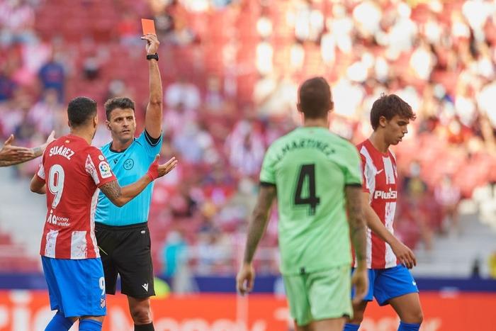 Joao Felix nhận thẻ đỏ, Atletico bị đối thủ dưới cơ cầm hòa ngay trên sân nhà - Ảnh 2.