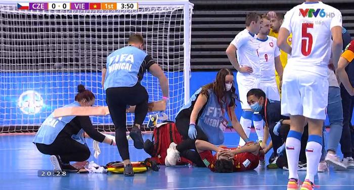 Trực tiếp VCK futsal World Cup, Việt Nam 0-0 CH Czech: Đức Tùng chấn thương rời sân, hiệp 1 kết thúc - Ảnh 3.