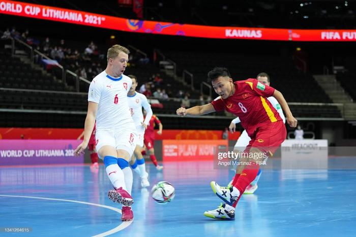 Trực tiếp VCK futsal World Cup, Việt Nam 0-0 CH Czech: Đức Tùng chấn thương rời sân, hiệp 1 kết thúc - Ảnh 7.